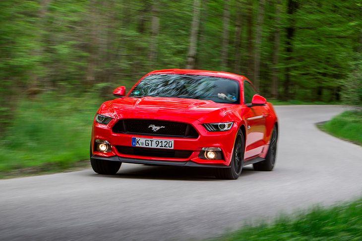 Dopiero szósta generacja Forda Mustanga trafiła na wszystkie rynki europejskie. To nie spełnianie marzeń jednostek, lecz odpowiedź na rosnący popyt.