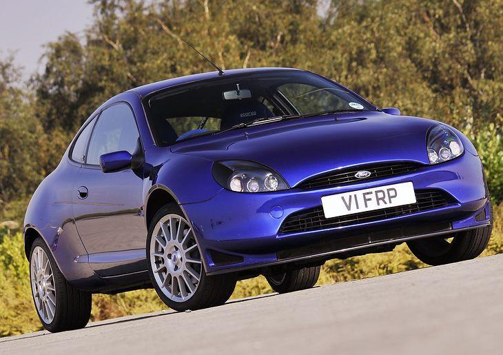 Popularny Ford Puma, ale na zdjęciu jest wersja Racing, wyprodukowana w liczbie 500 sztuk. Do takiego samochodu może być trudno dostać oryginalne części nadwozia.