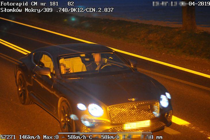 """Kierowca tego samochodu """"nie pamiętał"""", kto prowadził. Sprawa trafiła na wokandę, a sędzia szybko pomógł mu przypomnieć sobie okoliczności zdarzenia."""