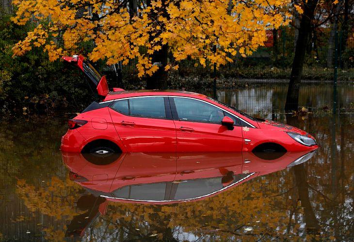 Do takiego poziomu wody auta raczej nie doznają poważnych usterek