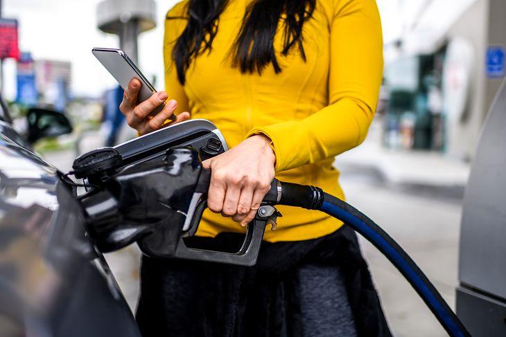 Aplikacja na telefon pozwoli zaoszczędzić paliwo.