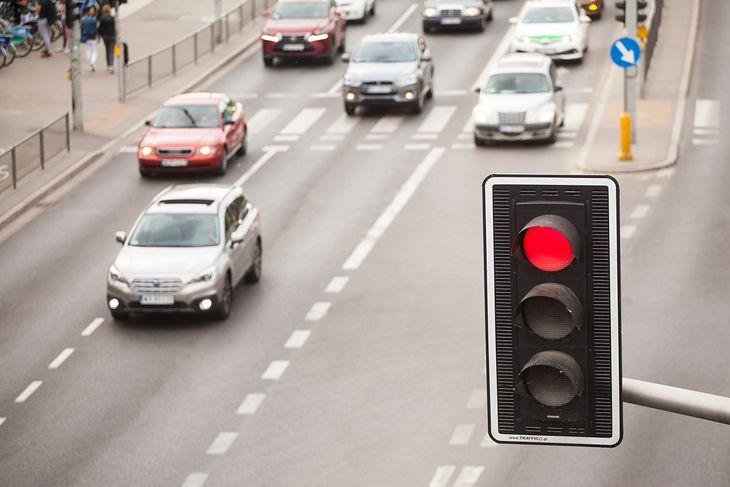 Na przejściach z sygnalizacją sytuacja jest prosta. Gorzej, gdy jej nie ma bądź jest zepsuta.