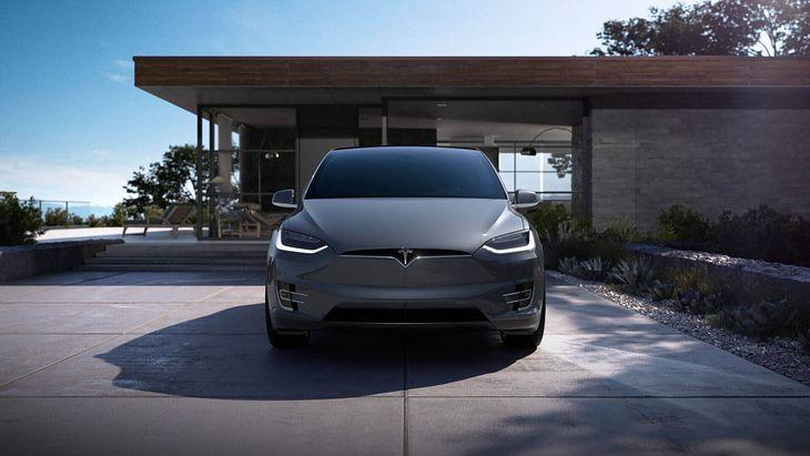Tesla Model X jest reklamowana jako najbezpieczniejszy SUV