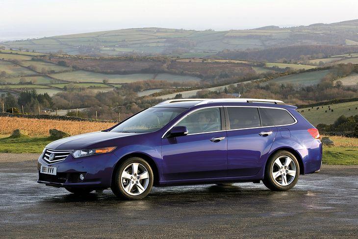 Pięć najlepszych kombi klasy średniej do 40 tys. zł. Najstarszym autem w zestawieniu jest Honda Accord.