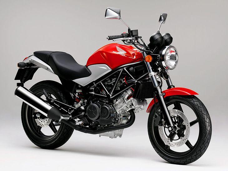 pierwszy motocykl o pojemno ci 250 ccm. Black Bedroom Furniture Sets. Home Design Ideas