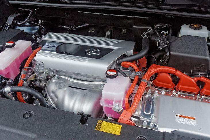 Wspomagany motorem elektrycznym silnik spalinowy nie potrzebuje tyle paliwa, ile jego tradycyjny odpowiednik