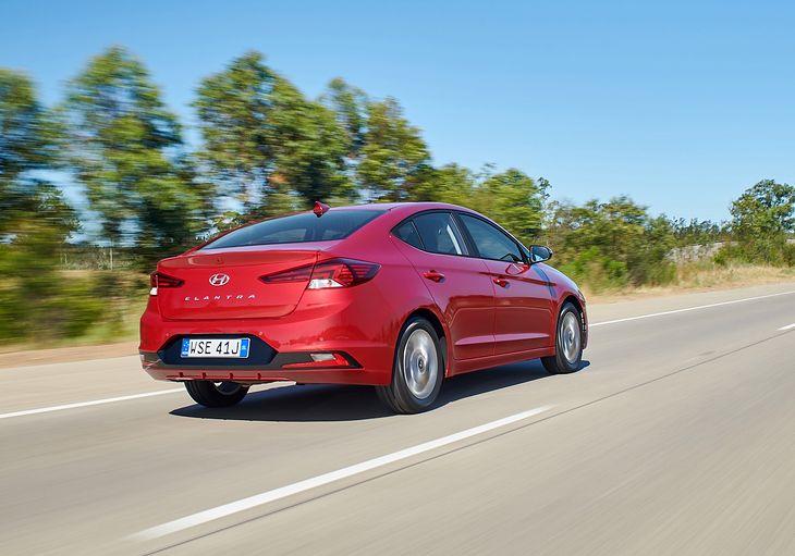 Hyundai Elantra pojawi się w polskich salonach w najbliższych tygodniach.