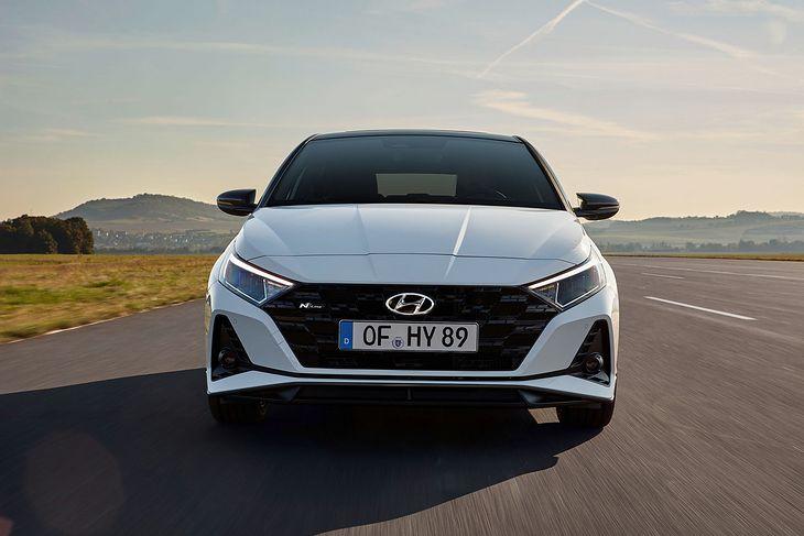 Hyundai i20 N Line prezentuje się zadziornie.