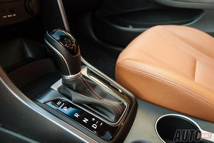 Automatyczna skrzynia biegów jest wygodniejsza, a nierzadko pozwala oszczędzać paliwo, ale też droższa w naprawach.