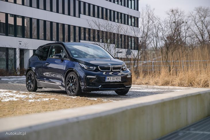 BMW i3 to jeden z pierwszych (i popularniejszych) elektryków na polskich drogach