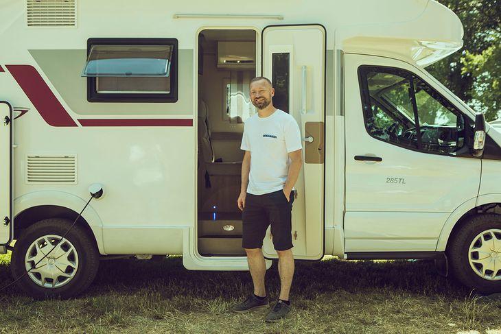 Jacek Fior - koordynator platformy Camptoo w Polsce, zajmującej się wynajmem prywatnych kamperów