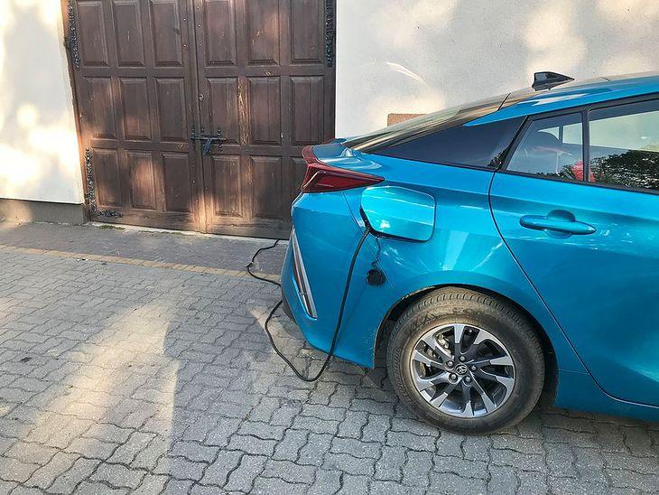Ładowanie Toyoty Prius Plug-in