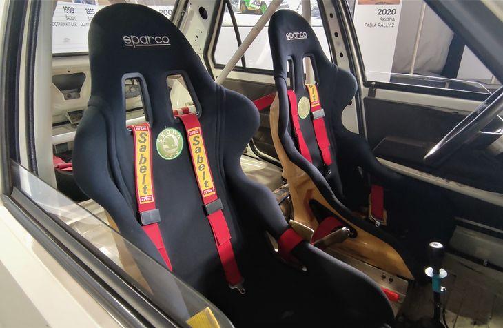 Szelkowe pasy bezpieczeństwa są głównie domeną rajdówek i aut wyścigowych