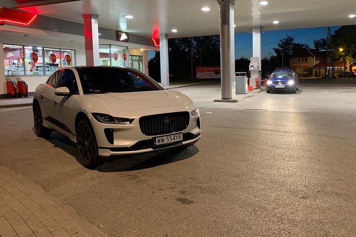 Jaguar I-Pace nawet w nocy wygląda zniewalająco