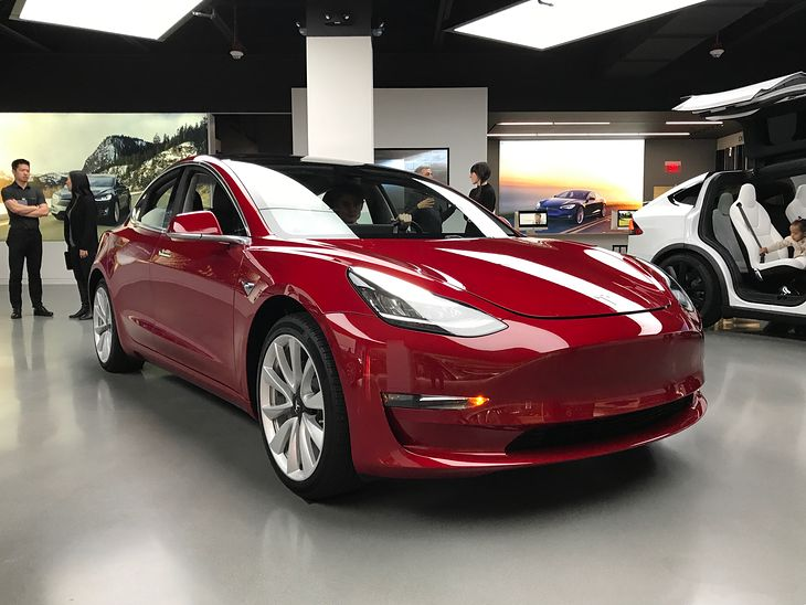 Teslę Model 3 można co najwyżej zarezerwować. Czas oczekiwania jest liczony w latach.