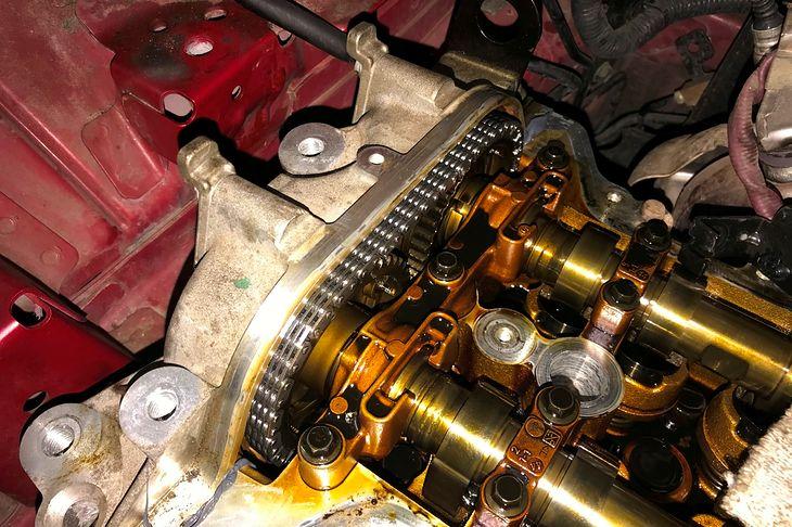 Łańcuch rozrządu to w nowoczesnych silnikach jeden z elementów najbardziej wrażliwych na jakość i wymiany oleju