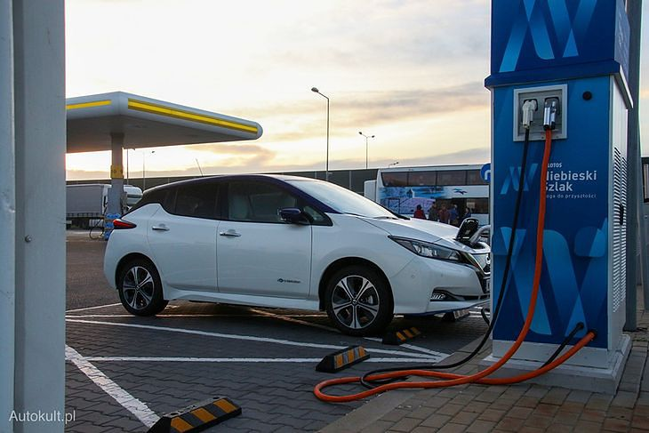 Z czynników, które zniechęcają do zakupu auta elektrycznego, Niemcy wskazują niemal te same co Polacy.