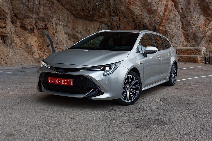 Znakami rozpoznawczymi nowej Corolli są atrakcyjna stylistyka i brak silnika diesla w ofercie. Są za to dwie hybrydy