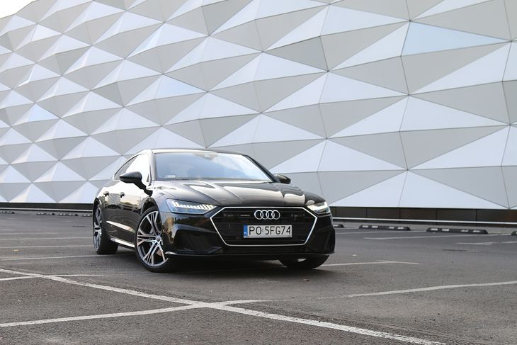 Nowe Audi A7 różni się od poprzedniego modelu detalami nadwozia. Opcjonalne dodatki S-line nadają karoserii rasowego wyglądu