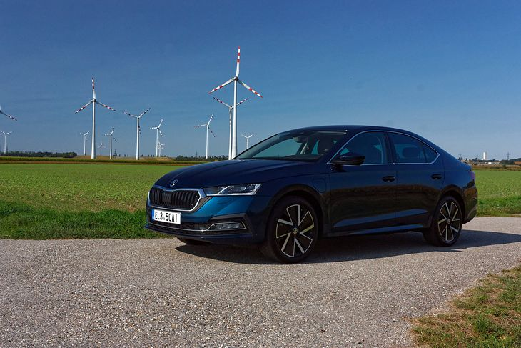 Skoda Octavia iV jest tańsza od porównywalnego VW Golfa.
