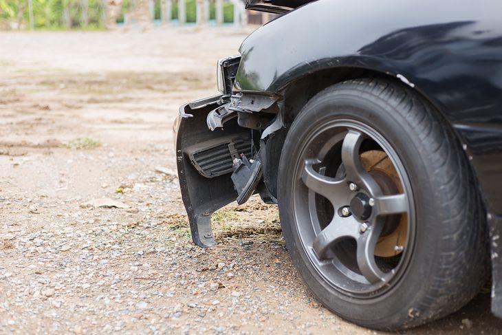 Czasem uszkodzony zderzak nadaje się tylko do wymiany, ale jeśli jest taka możliwość, warto go naprawić
