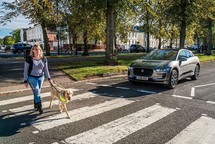 W pełni elektryczny Jaguar I-Pace już generuje kosmiczno-elektryczny dźwięk