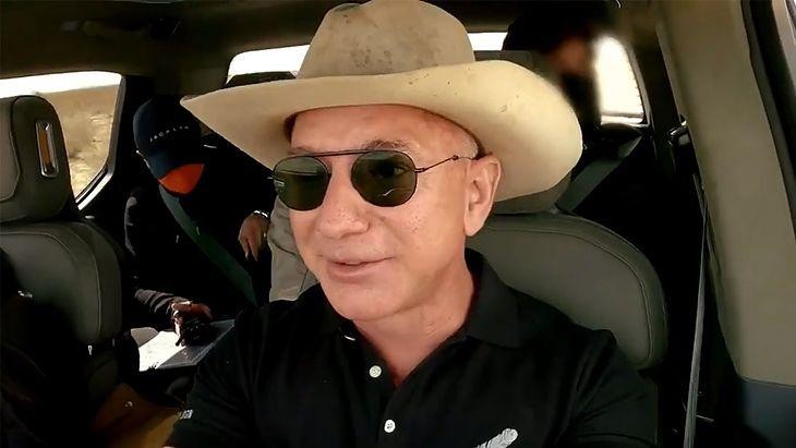 Jeff Bezos za kierownicą Riviana R1T