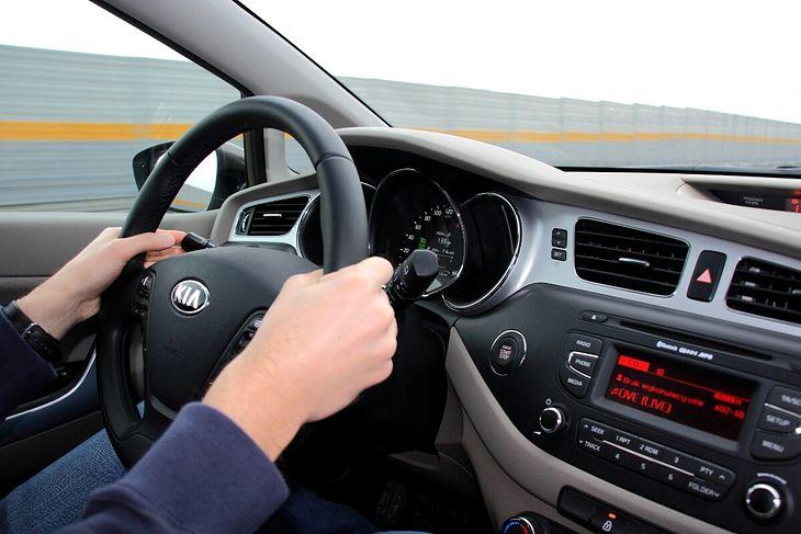 kierowca na autostradzie