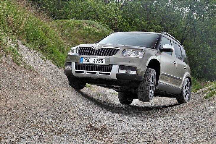 SUV-y też czasem poradzą sobie w terenie, ale lepiej czują się na asfalcie