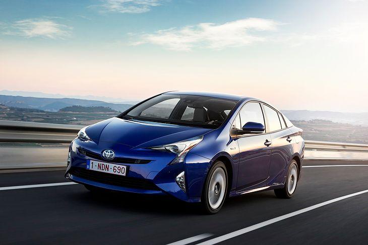 Toyota Prius jest jednym z aut, które pozwalają na rzadsze korzystanie z konwencjonalnych hamulców.