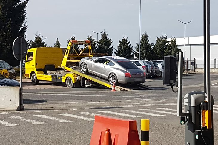 Takie auto byłoby sensacją w każdej służbie. Te mniej rzucające się w oczy jednak już nie (zdjęcie ilustracyjne)
