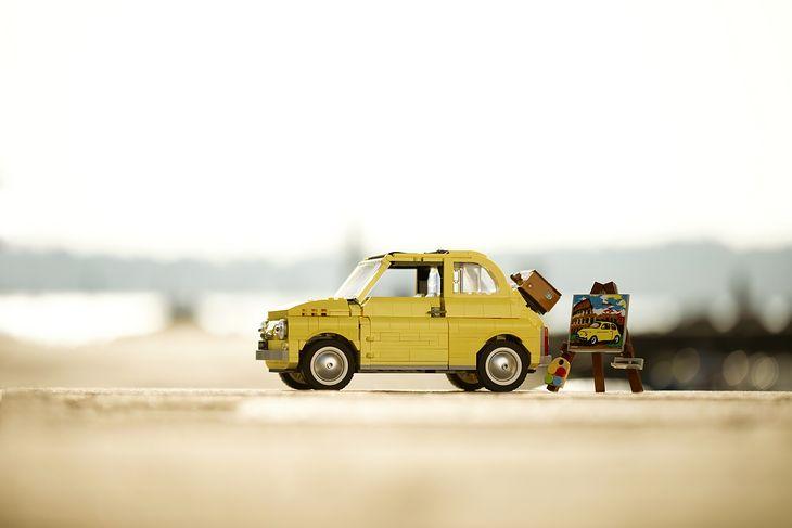 Lego zadbało o liczne detale, które sprawiają, że mały Fiat niewiele różni się od oryginału.