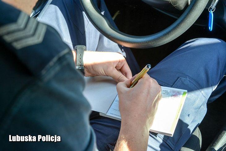 Najłatwiej w tym wypadku o mandat w sprowadzonym zza granicy samochodzie