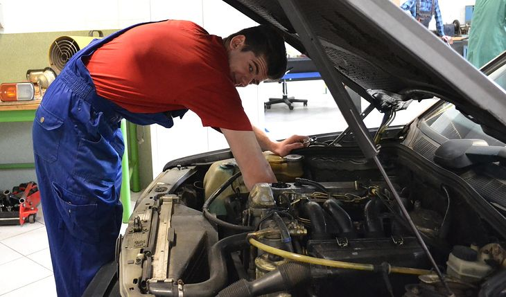 Dla właścicieli samochodów znaczenie ma nie tylko to, czy auto się psuje, ale też koszt jego naprawy