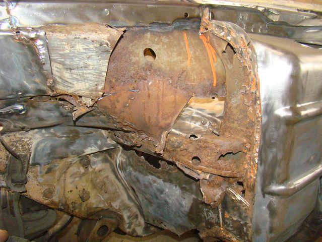 Mercedes 107 - podłoga, ściana grodziowa, fartuch i nadkole