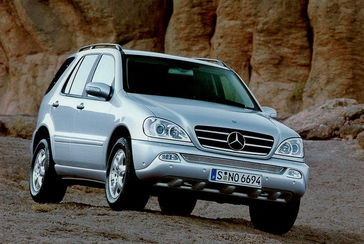Mercedes ML to ciekawe połączenie cech auta osobowego i terenowego w SUV-ie.