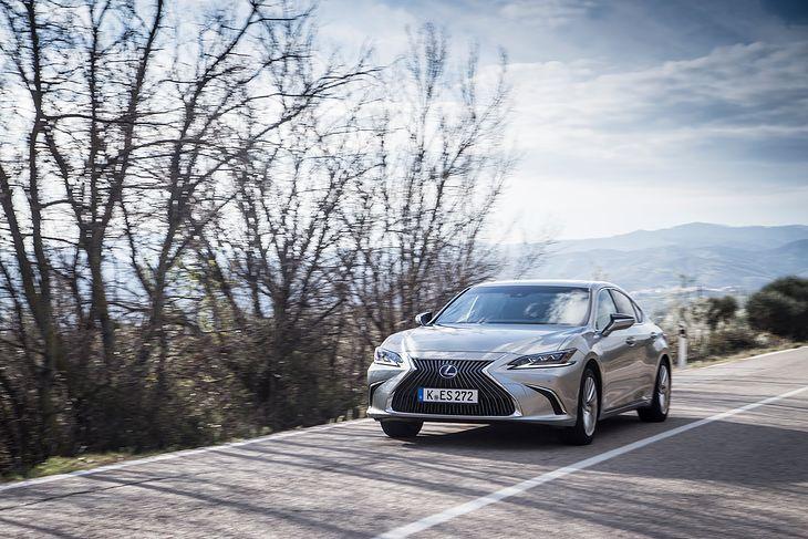 Lexus ES 300h w pierwszym teście na europejskich drogach (fot. Mateusz Żuchowski)