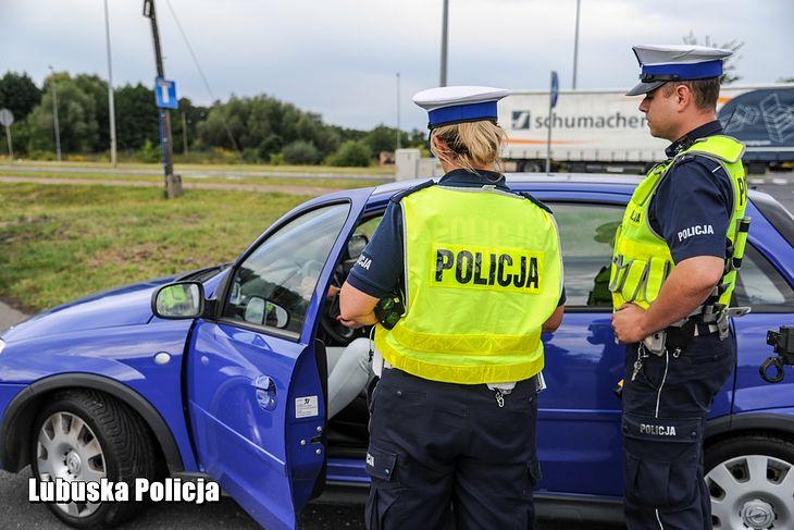 Policja podczas świąt będzie normalnie kontrolować kierowców, ale może też zapytać o cel podróży.
