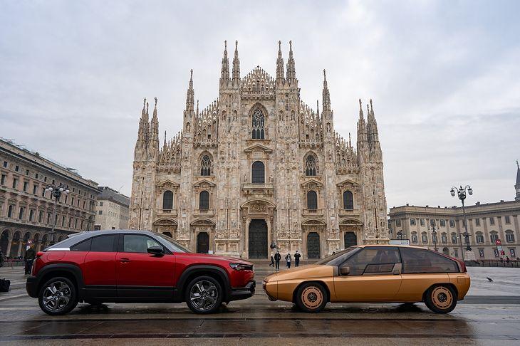 Na wzór sesji z lat 80. Mazdę MX-81 po 40 latach znów postawiono pod katedrą w Mediolanie. Tym razem nie jest jednak sama
