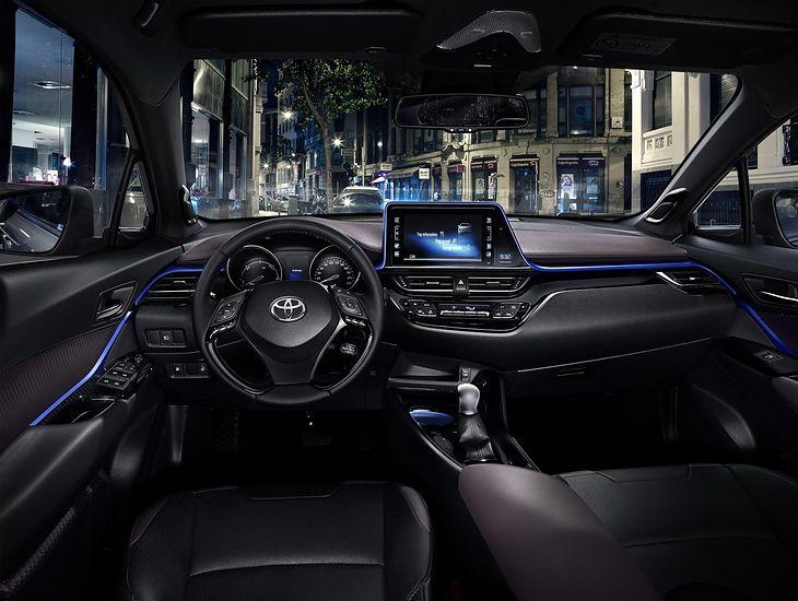 Toyota C-HR - wnętrze