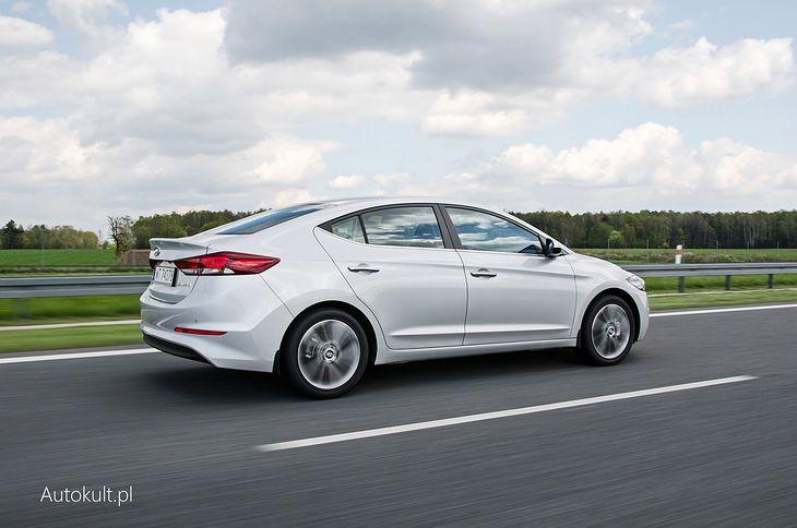 Hyundai Elantra (AD) - całkiem zgrabny, przestronny, prosty technicznie sedan