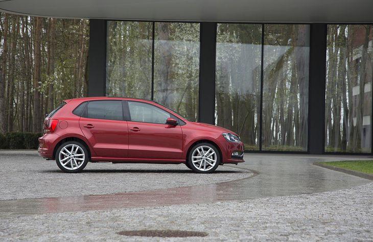 Klasyczna i zgrabna sylwetka, młode roczniki, dobra cena i dynamiczne silniki - to główne zalety VW Polo V