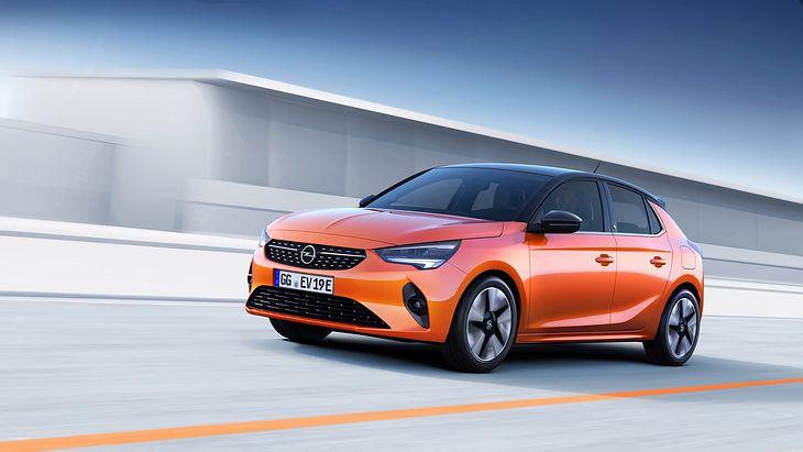 Nowy Opel Corsa jest naprawdę nowy. Prawie w ogóle nie przypomina poprzednika. Na razie debiut wersji elektrycznej.