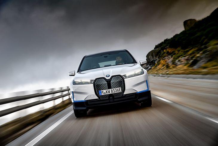 BMW iX trafi na rynek jeszcze w 2021 roku.