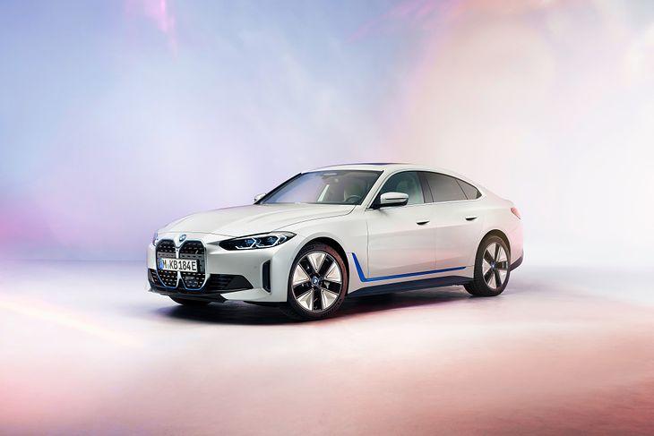BMW i4 wygląda zaskakująco zwyczajnie. Oczywiście to nie wada.