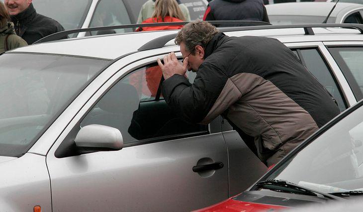 Oglądasz używane auto i okazuje się, że sprzedawca kłamał? Należy ci się zwrot kosztów podróży