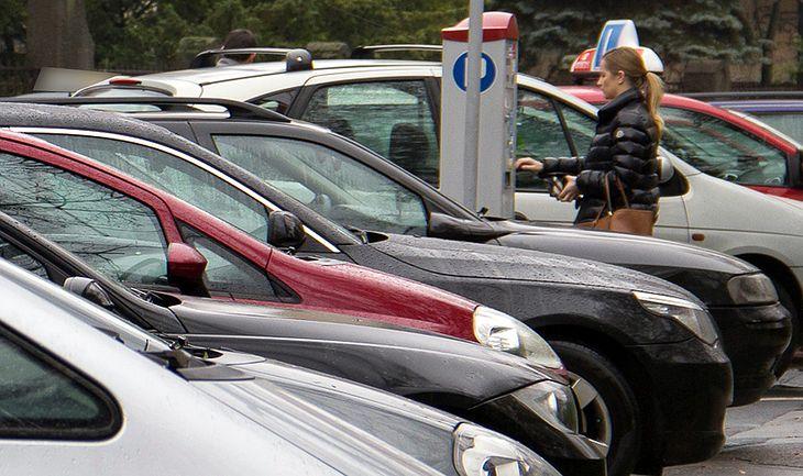 Dla niektórych kierowców przyjazd na zakupy oznaczał wydatek wyższy niż kwota widniejąca na sklepowym rachunku