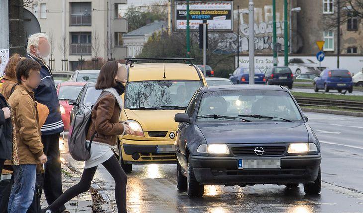 Rośnie odsetek potrąceń na przejściach dla pieszych. To zła prognoza przed zmianą przepisów w czerwcu