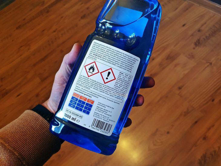 Etykieta płynu do spryskiwaczy rzadko zawiera skład, który pozwoli, choć ogólnie go ocenić.