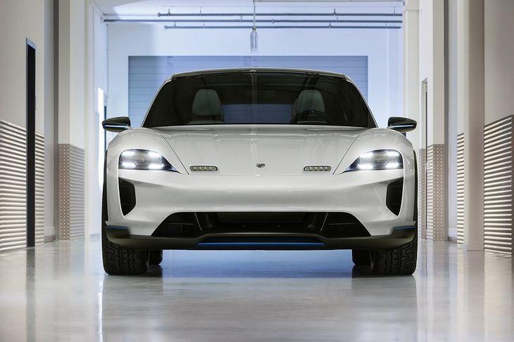 Porsche prezentuje drugie stadium konceptu Mission E. Tym razem bardziej wszechstronne.